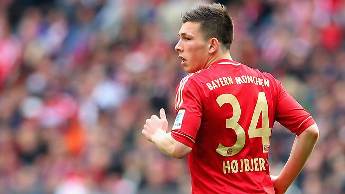 Pierre Højbjerg making his debut for Bayern Munchen